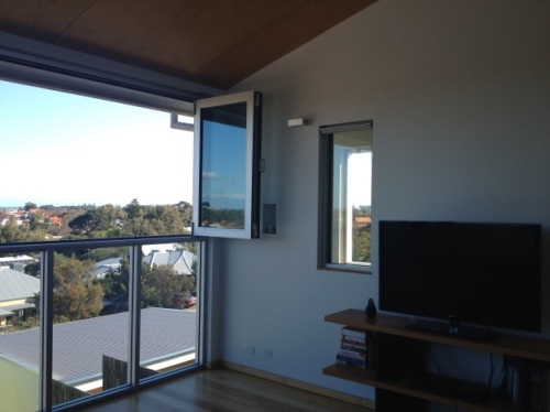 Steep block and plenty of windows for wonderful views, light and air, great indoor/outdoor feel