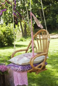 awesome-outdoor-hanging-chairs-10-554x830